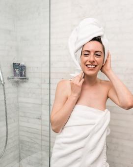 Mujer, dentro, baño