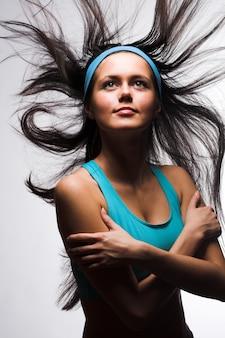 Mujer deportiva feliz