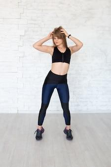 Mujer deportiva fitness muscular