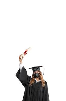 Mujer con diploma de graduación