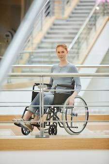 Mujer discapacitada en el hospital