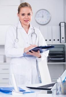 Mujer, doctor, médico, oficina