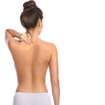 Mujer con dolor en la espalda y el cuello.