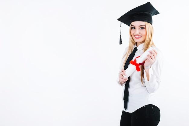 Mujer emocionada feliz con graduación