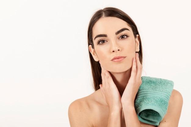 Mujer con estilo tras tratamientos de spa