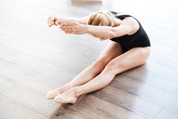 Mujer en estudio de ballet