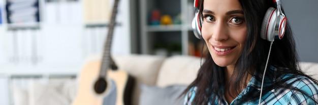 Mujer, en, estudio de música