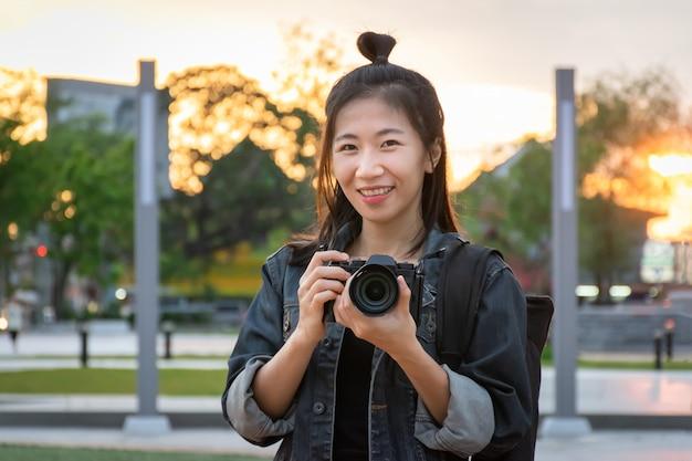 Mujer fotógrafo