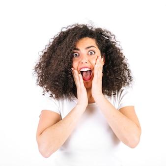 Mujer gritando de emoción