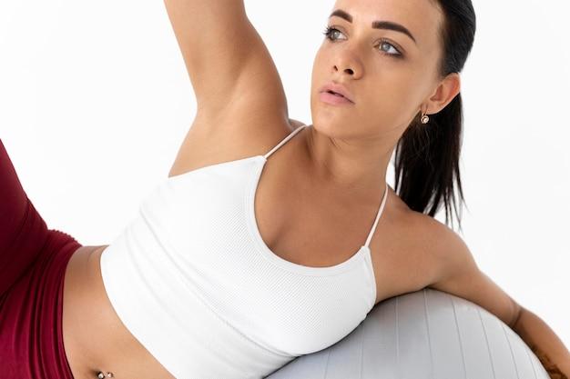 Mujer haciendo un ejercicio físico