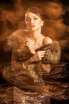 Mujer hermosa y atractiva en un sueño