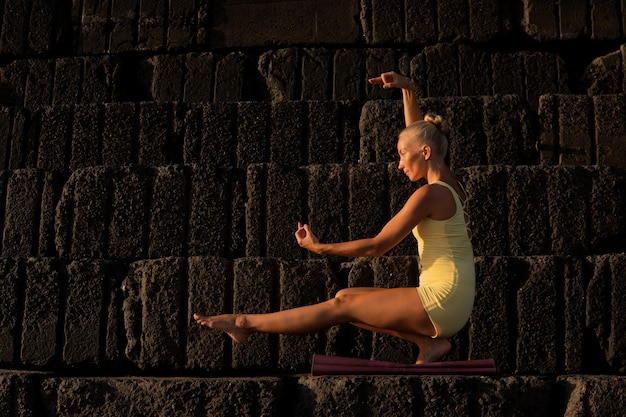 Mujer hermosa, hacer, yoga