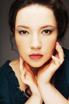 Mujer hermosa joven