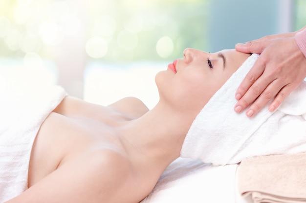 Mujer hermosa spa