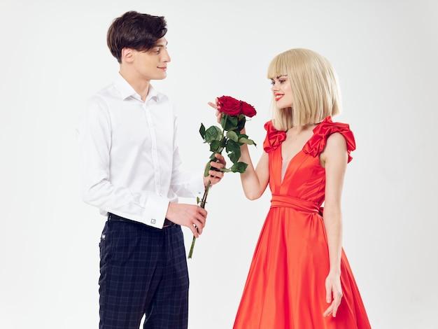 Mujer en un hermoso vestido con un hombre, gente hermosa