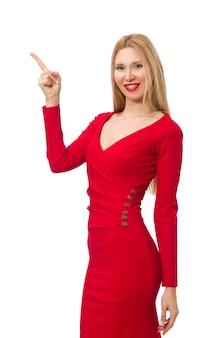Mujer joven alta en el vestido rojo aislado en blanco