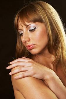 Mujer joven, cicatrizarse