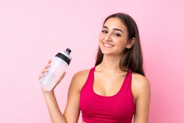 Mujer joven deporte con botella de agua deportiva