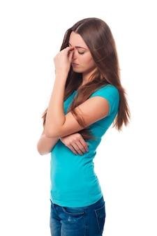 Mujer joven, con, dolor de cabeza