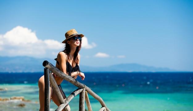 Mujer joven en grecia