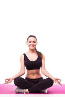 Mujer joven, hacer, yoga, blanco, plano de fondo