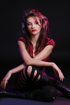 Mujer joven y hermosa con maquillaje
