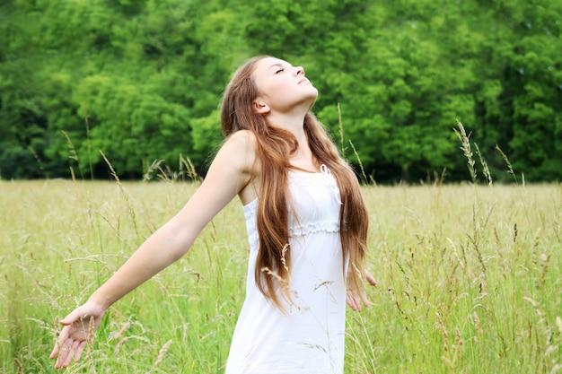 Mujer joven libre
