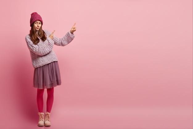 Mujer joven, llevando, ropa de moda