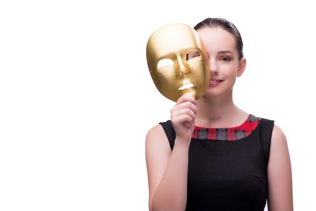 Mujer joven con máscara aislada en blanco