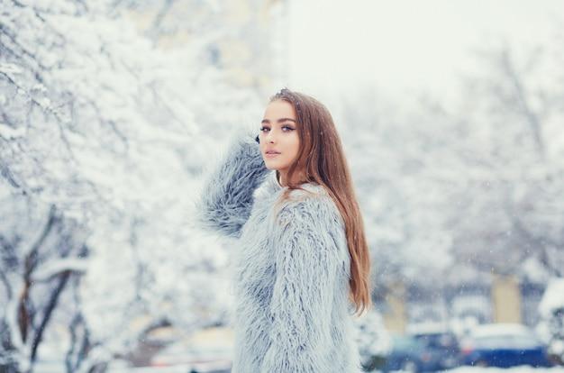 Mujer joven de moda