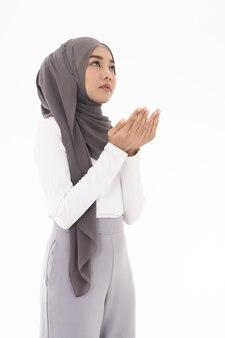 Mujer joven, musulmán, duas