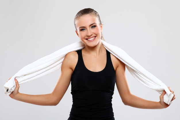 Mujer joven, tenencia, toalla