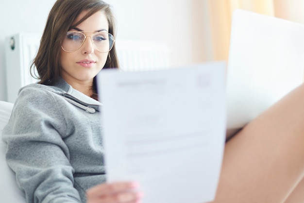 Mujer joven, trabajar en casa