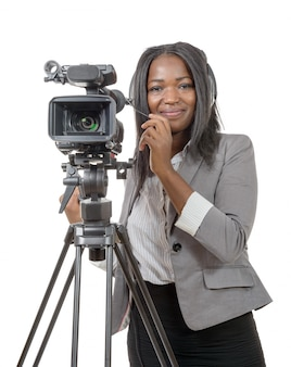 Mujer joven con videocámara profesional