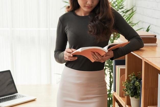 Mujer de lectura