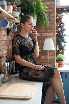 Mujer en lencería negra