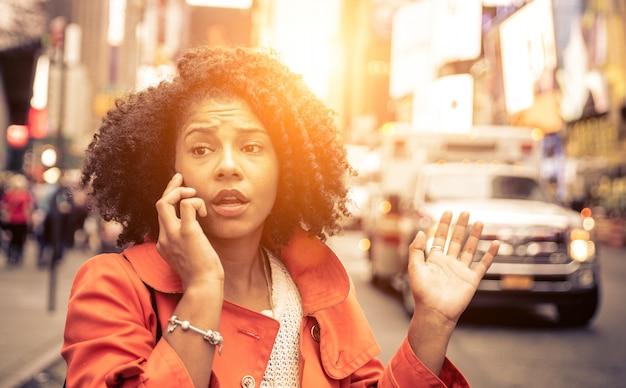 Mujer llamando al 911