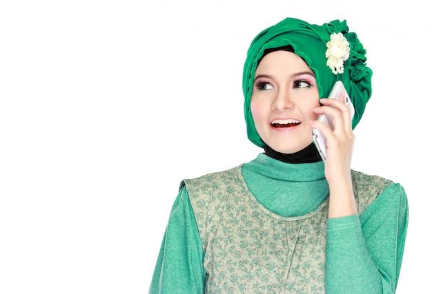 Mujer llamando por teléfono