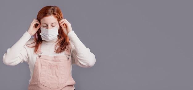 Mujer, llevando, máscara protectora