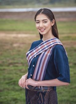 Mujer local tailandesa, campo de tailandia