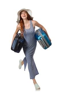 Mujer con maleta aislada en blanco