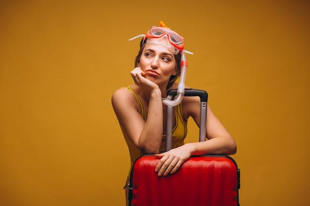 Mujer en una máscara de buceo aislada