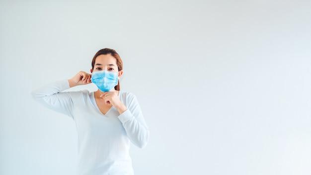 Mujer con máscara para evitar enfermedades infecciosas