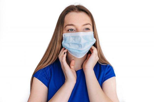 Mujer con mascarilla protege el filtro contra la contaminación del aire (pm2.5). protege la contaminación, anti smog y virus covid 19