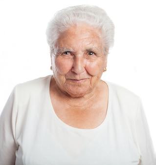 Mujer mayor sonriendo