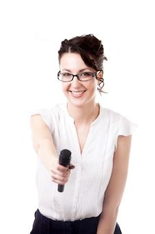 Mujer con un micrófono