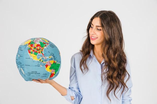 Mujer mirando el mundo