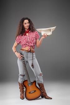 La mujer de moda vaquera