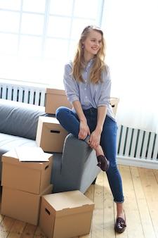 Mujer se muda a nueva casa