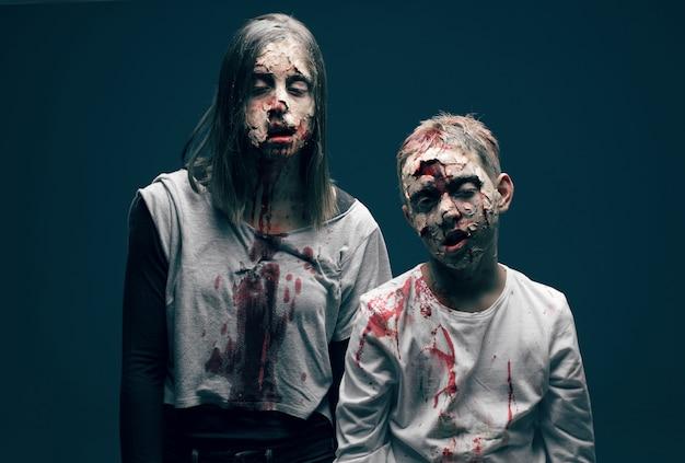 Mujer muerta y niño zombies. concepto de horror de halloween